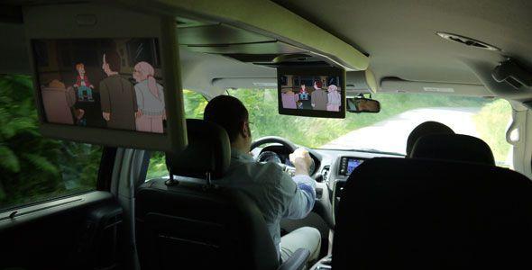 El 90% de los padres admite distraerse al volante