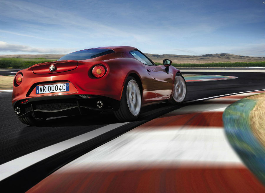 El Alfa Romeo 4C encuentra en los circuitos su hábitat natural.