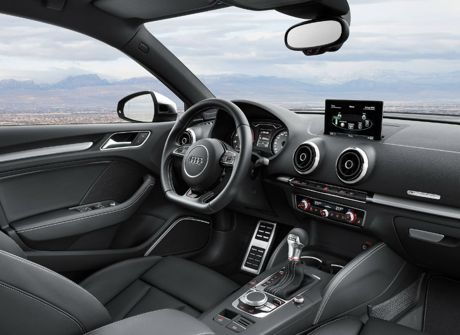El interior del Audi A3 Sedán, así como del S3 Sedán, no varía apenas respecto a las versiones que ya conocemos.