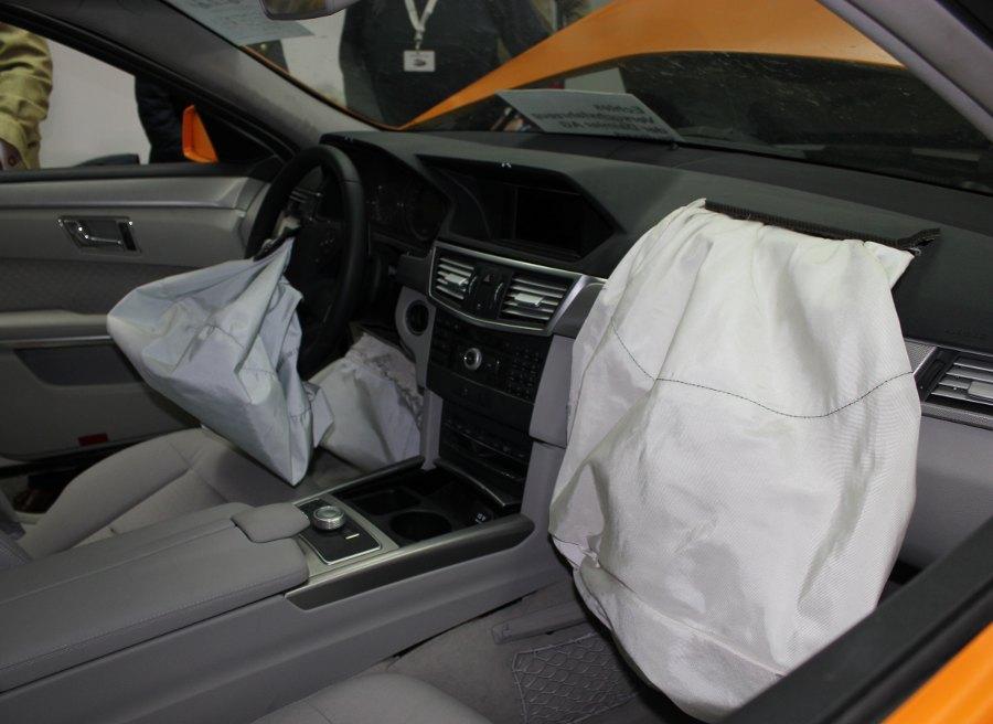 ¿Puede saltar un airbag por dar golpes en el salpicadero?