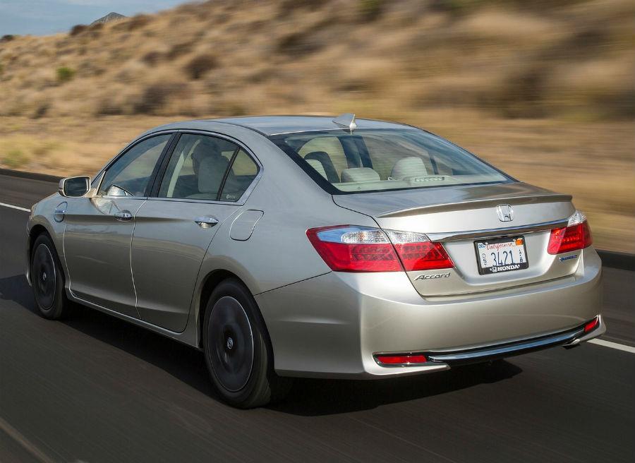 Honda lanza las versiones híbrida e híbrida enchufable del Accord.