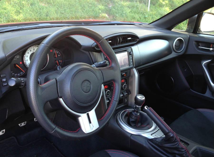 Así es el interior del Toyota GT86.