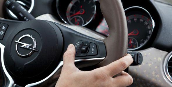El Opel Adam incorpora el control interactivo por voz Siri Eyes Free de Apple