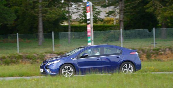"""Opel lidera las pruebas reales de comunicación entre vehículos e infraestructuras """"Car to X"""""""