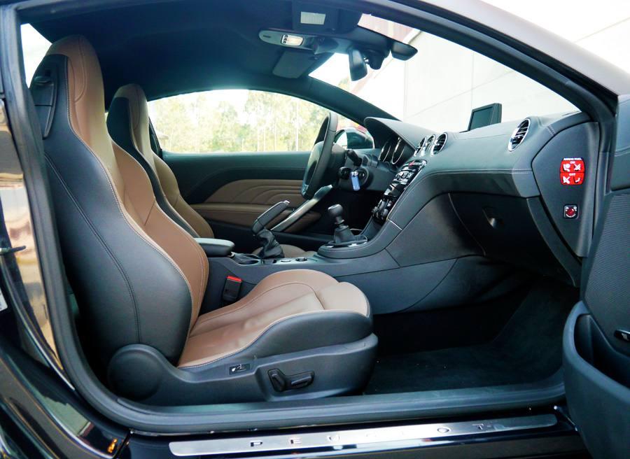 Prueba Peugeot RCZ THP 200 CV 2013, interior, Rubén Fidalgo