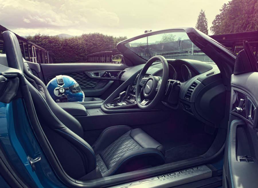 Se ha prescindido del asiento del copiloto en el Jaguar Project 7 para ahorrar peso.