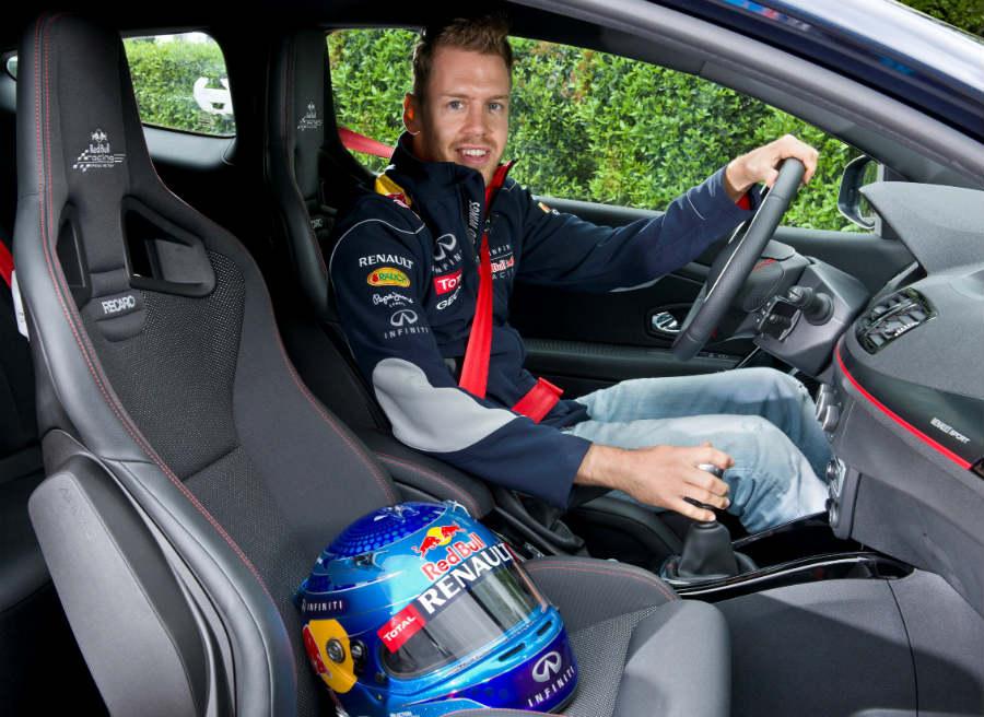Los asientos Recaro con el logotipo del equipo Red Bull de Fórmula 1 son exclusivos de esta versión.