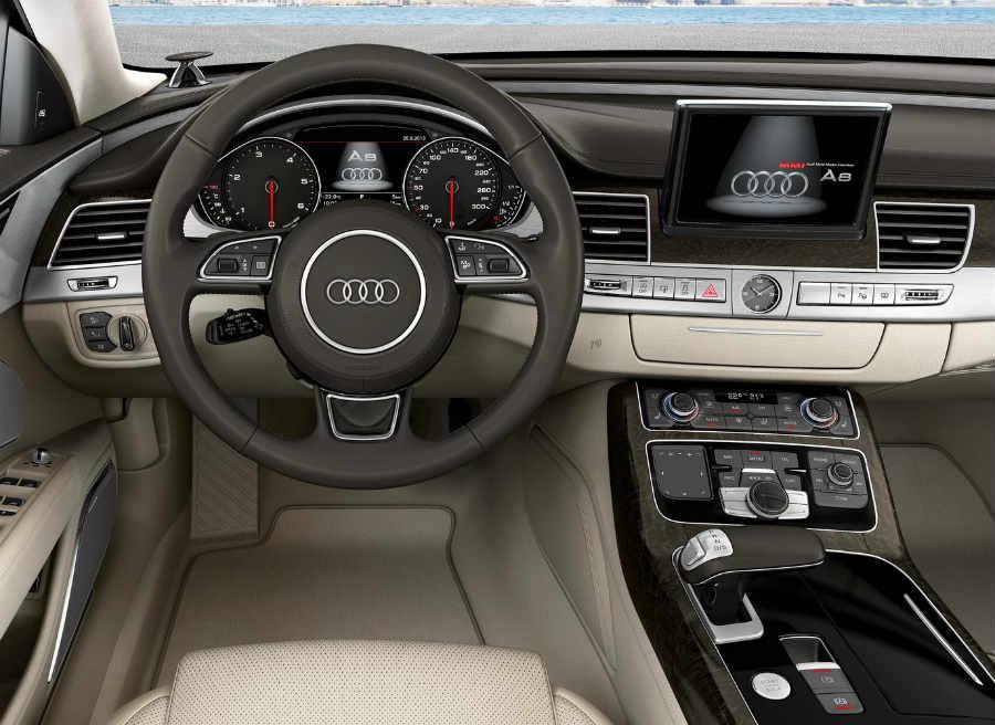 El interior del nuevo Audi A8 destila clase por los cuatro costados.