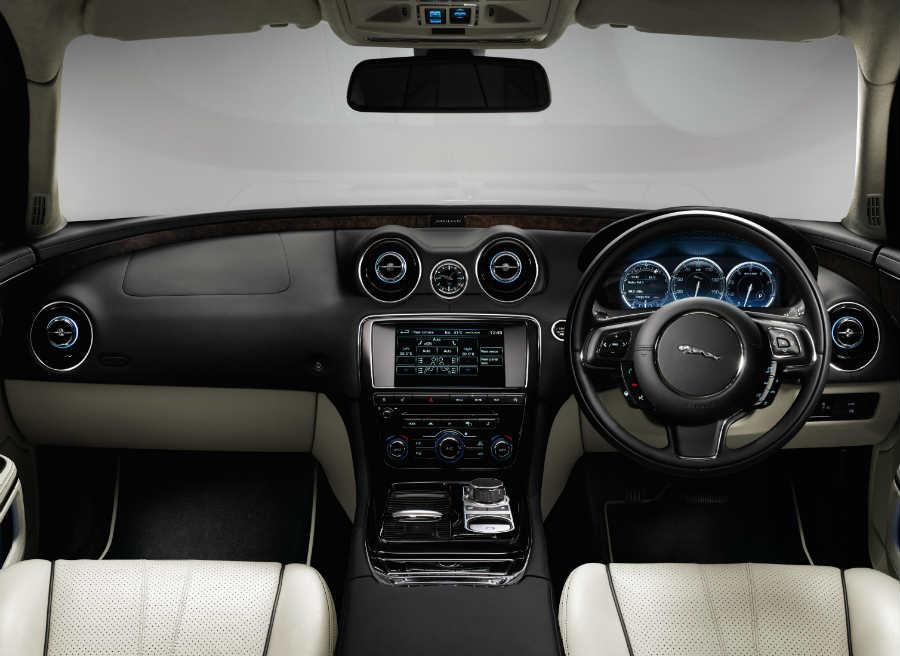 Interior del Jaguar XJ.