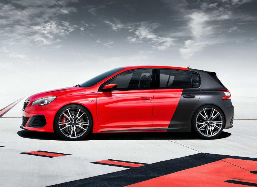 Llantas de 19 pulgadas, carrocería rebajada... el Peugeot 308 R Concept es todo un deportivo.