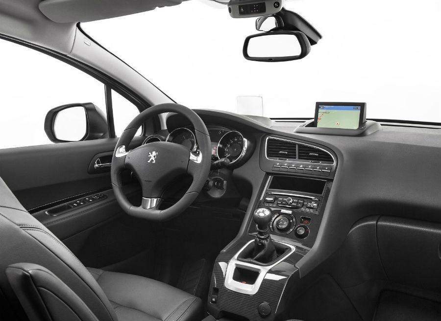 El Peugeot 5008 ofrece un nuevo sistema de Head-Up Display.