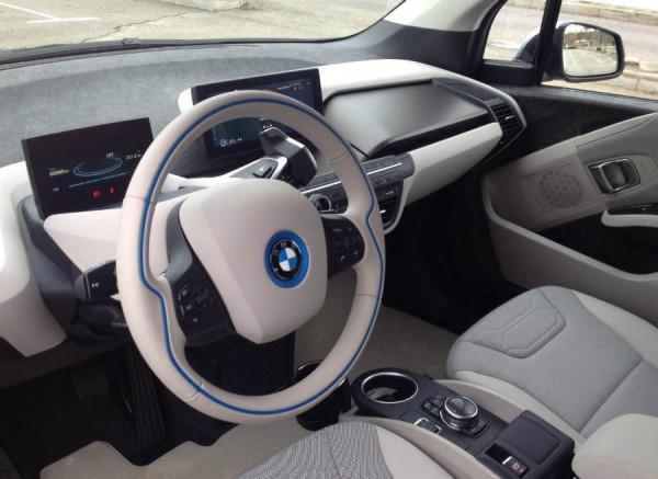 El interior del BMW i3 difiere bastante del resto de los modelos de la marca alemana.