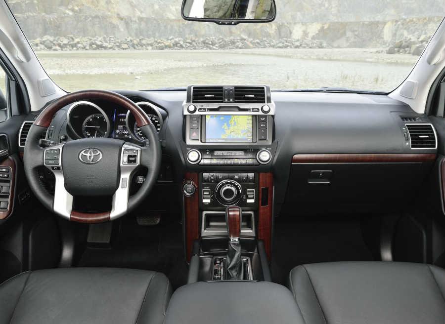 El interior del Toyota Land Cruiser recibe también algunas novedades.