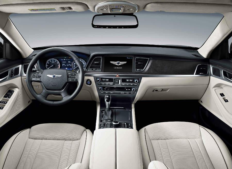 El interior del Hyundai Genesis ofrece lo mejor de la tecnología de la marca coreana.