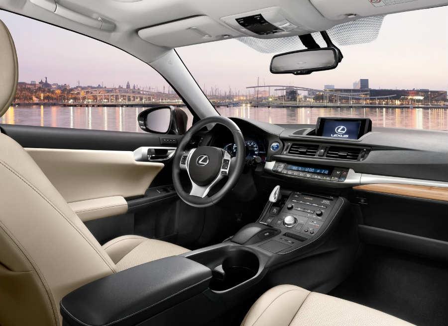 Así es el interior del Lexus CT 200h Hybrid Plus.