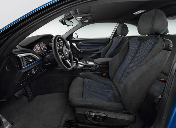 Los asientos del BMW Serie 2 recogen el cuerpo a la perfección.