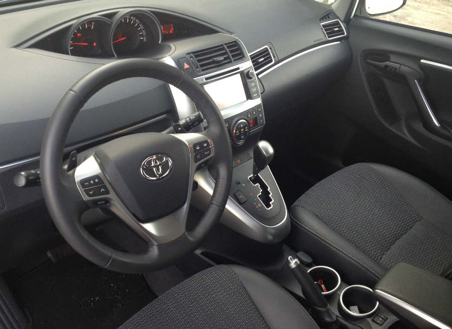 Toyota ha apostado por el confort en el interior del Toyota Verso.
