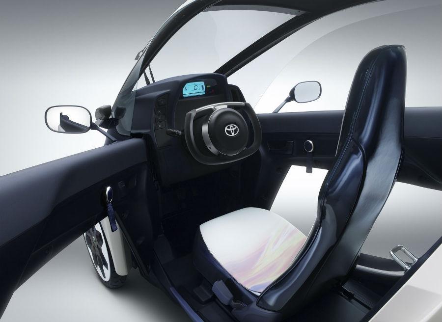 El Toyota i-ROAD tiene una capacidad para dos pasajeros.