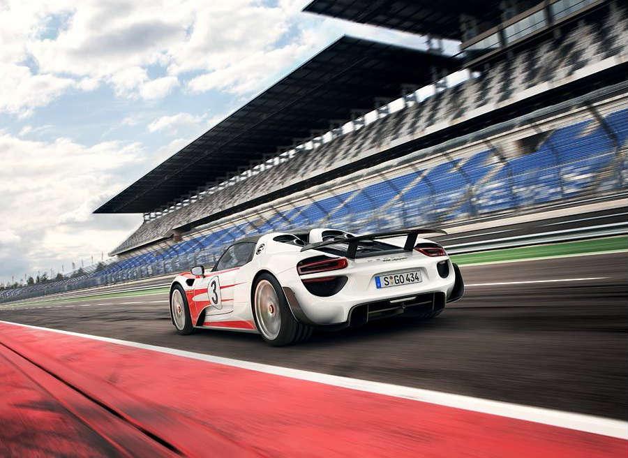El Porsche 918 Spyder mejora sus prestaciones poco antes de salir al mercado.