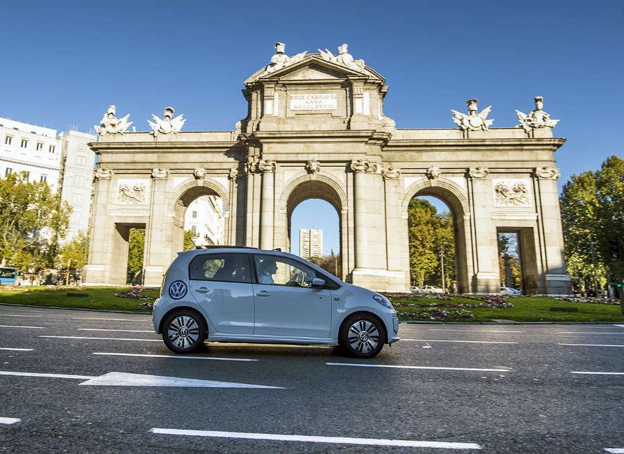 El Volkswagen e-Up! llama la atención allá por donde va.