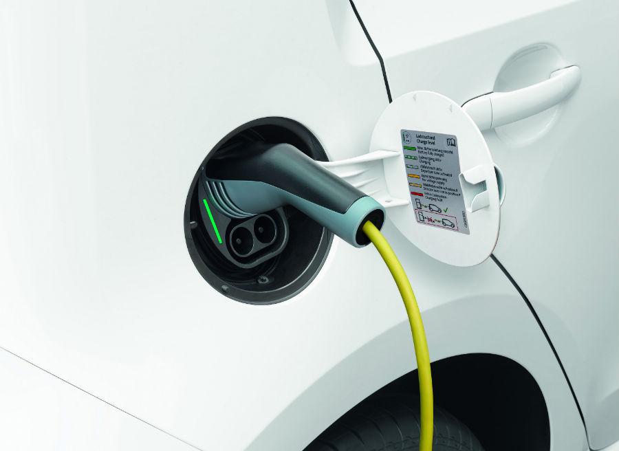 El Volkswagen e-Up! presenta tres opciones de recarga diferentes.
