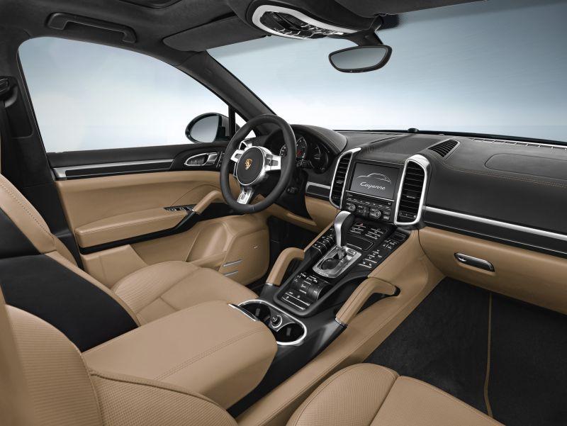 Así es el interior del Porsche Cayenne Platinum Edition.