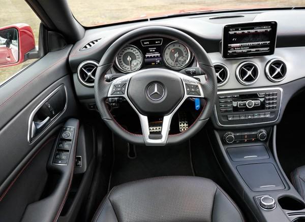 Prueba Mercedes CLA 250 AMG Line 2013, interior, Rubén Fidalgo