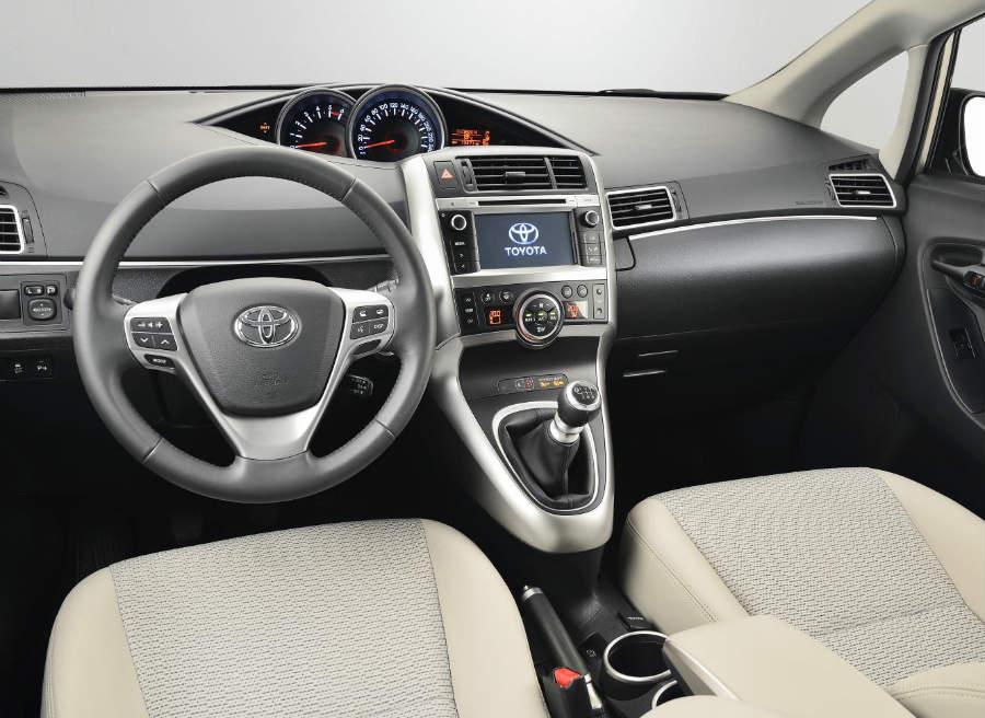 Interior del Toyota Verso 2014.