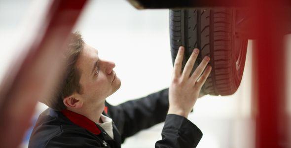 El 30% de los coches accidentados tiene los neumáticos en mal estado