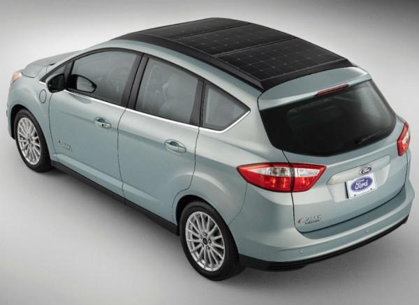 El Ford C-Max Solar Energi Concept presenta un novedoso sistema de recarga de baterías.