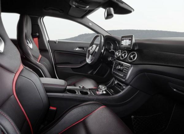 El interior del Mercedes GLA 45 AMG es tan o más espectacular que el exterior.