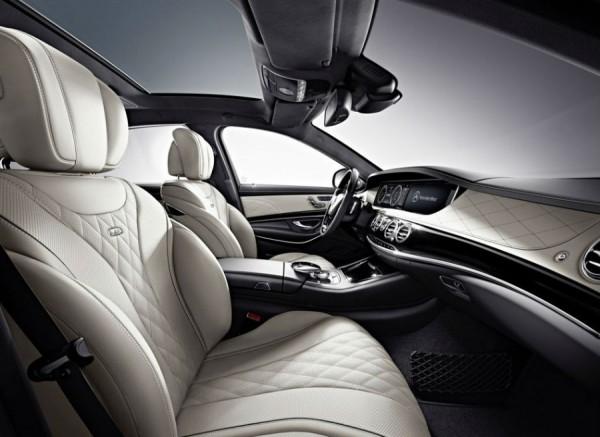 El interior del nuevo Mercedes S 600 destila clase por los cuatro costados.