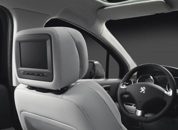 Las pantallas de entretenimiento situadas tras los asientos delanteros serán unas fuertes aliadas contra el aburrimiento de los más pequeños.