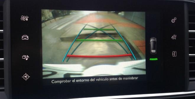 La cámara de visión trasera es una gran ayuda a la hora de aparcar en lugares complicados.