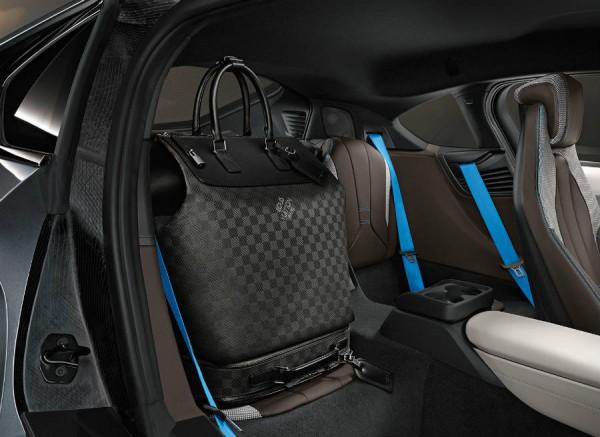Louis Vuitton crea un juego de maletas a imagen y semejanza del BMW i8.