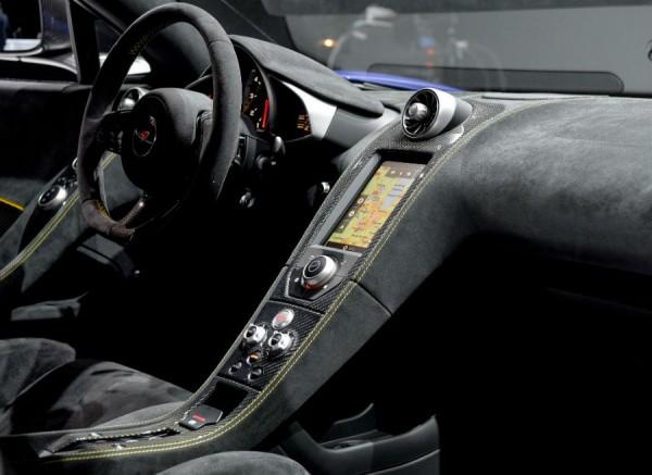 Mitad coche de lujo, mitad coche de carreras. Así es el interior del McLaren 650S.