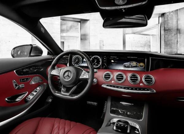 El acabado en rojo del interior es una de las novedades del Mercedes Clase S Coupé.