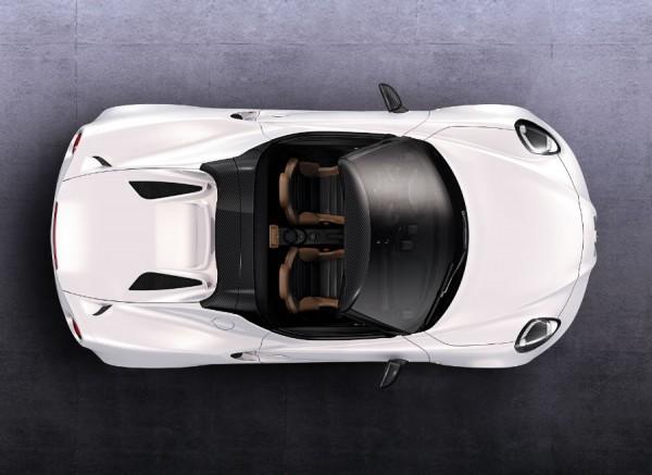 La estructura necesaria para la capota aumenta ligeramente el peso del 4C Spider respecto de la versión coupé.