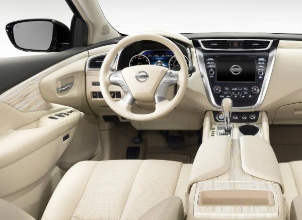 Una pantalla táctil de 8 pulgadas preside la consola central del Nissan Murano.