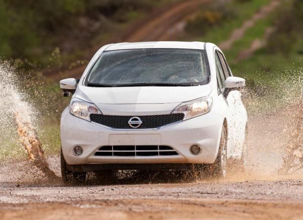 Con la nueva pintura de Nissan ya no será un drama atravesar charcos a alta velocidad.