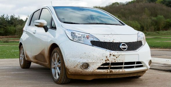 Nissan crea el coche que se lava solo