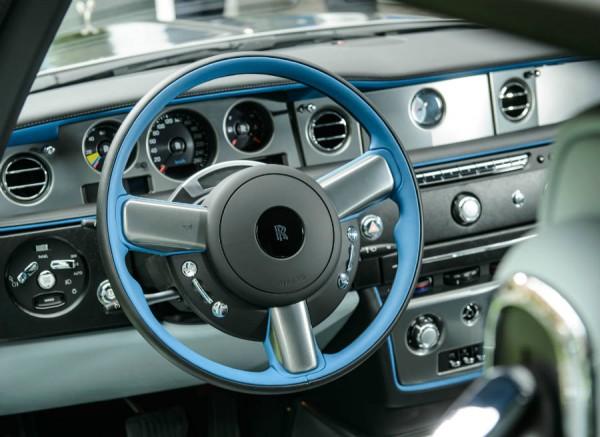 Interior del Rolls-Royce Phantom Drophead Coupé Bespoke Waterspeed. Lujo y más lujo.