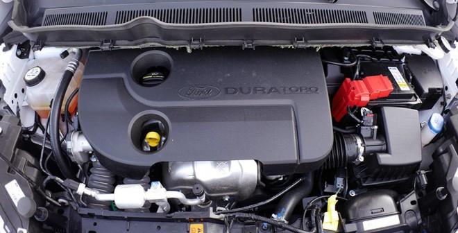 Ford Tourneo Courier 90 CV Titanium, motor, Rubén Fidalgo