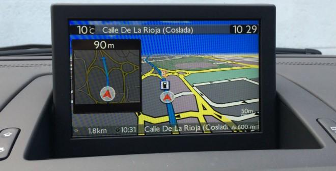 El navegador es uno de los lujos a nivel de equipamiento que presenta el Peugeot RCZ R.