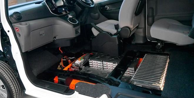 Presentación y prueba del Nissan e-NV 200 2014, baterías, Rubén Fidalgo