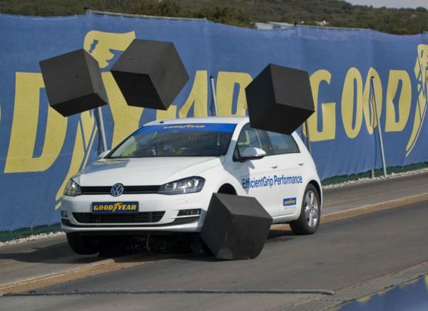 Los neumáticos pasan por las pruebas más inverosímiles antes de llegar al mercado.