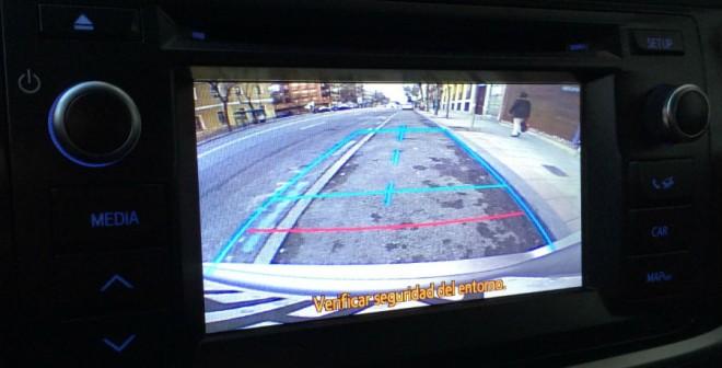 El Toyota Auris ST puede disponer de la siempre útil cámara de visión trasera.