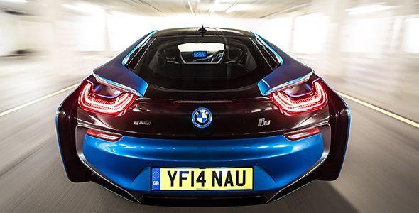 BMW i8, el supercoche del futuro que recargas en casa