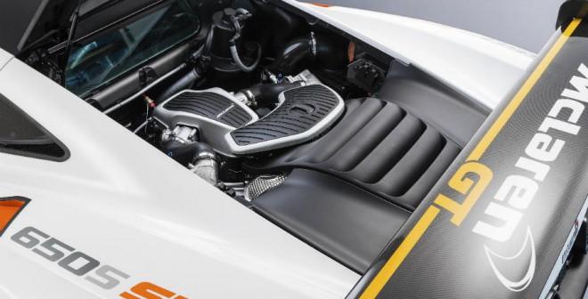 El motor V8 biturbo de 3,8 litros del McLaren 650S ha sido adaptado para las necesidades de un circuito.