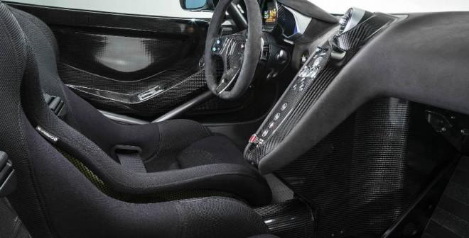 El interior del McLaren 650S Sprint solo mantiene el aire acondicionado como elemento de confort.